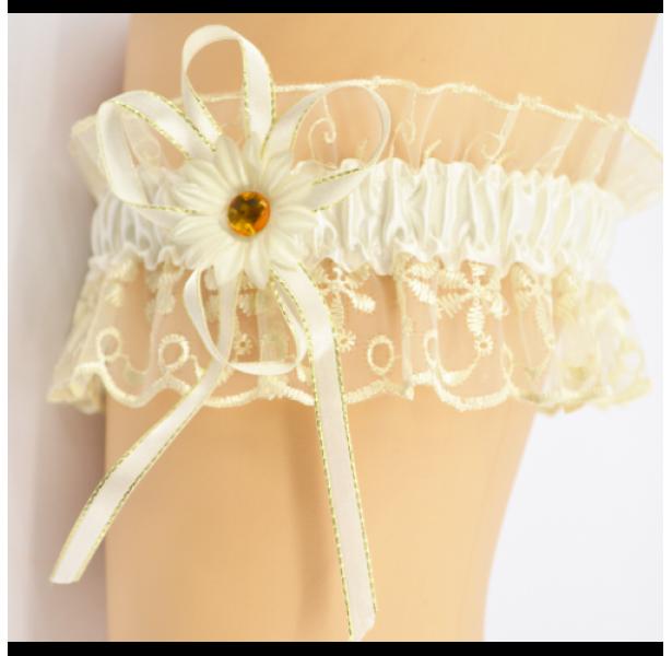 Подвязка для невесты белая с цветочком